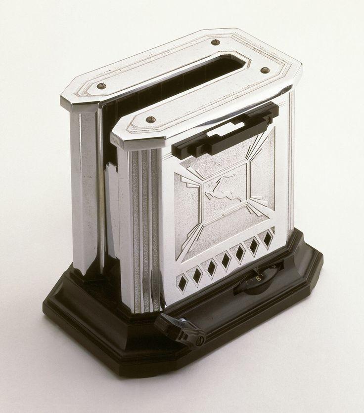Raymond E. Patten, Art Deco toaster, 1932. Chromed metal, bakelite. Edison General Electric Appliance Co. Inc., USA.