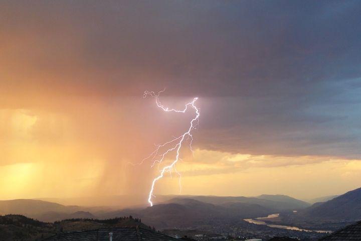 https://www.google.com.au/search?client=firefox-b&dcr=0&biw=1429&bih=692&tbm=isch&sa=1&ei=xVEvWoriJomW8wXe_K7oDQ&q=thunderstorm+british+columbia&oq=thunderstorm+british+columbia&gs_l=psy-ab.3...6875.6875.0.7471.1.1.0.0.0.0.250.250.2-1.1.0....0...1c.1.64.psy-ab..0.0.0....0.0YCbC8MssU8#imgrc=FzZb4zb46AuTJM: