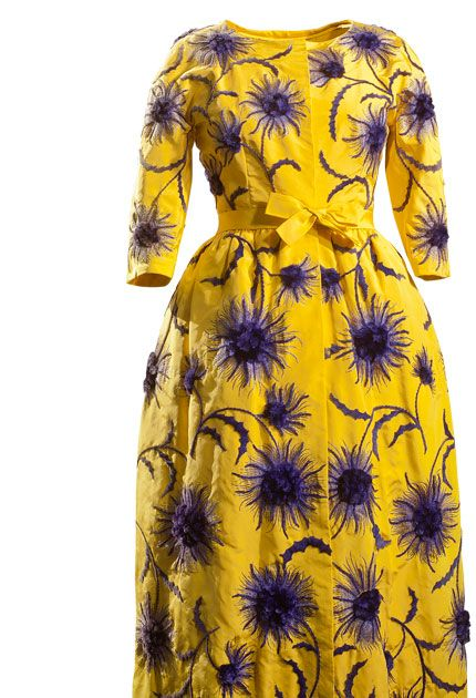 BALENCIAGA Paris, 1960 Déshabillé in yellow faille with floral embroidery in purple chenille thread.