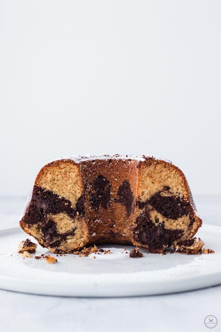 Einfacher Marmorkuchen mit Marzipan, Amaretto und Mandeln von backbube.com