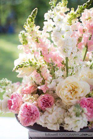 garden rose and snapdragon arrangement | meridian ms wedding florist | ms wedding flowers | pink and cream wedding flowers