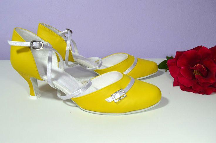 Žluté svatební boty, žlté svadobné topánky, Yelow bridal shoes, T-styl, model Diana a kombinace bílé a žluté. Exkluzívní pravá kůže, real leather. Navrhni a uprav si topánky podľa seba.
