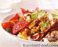 Фото к рецепту: Летний салат из помидоров, картофеля и кукурузы