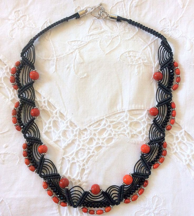 Black and coral necklace di MacrameMarisarteBis su Etsy https://www.etsy.com/it/listing/193336993/black-and-coral-necklace