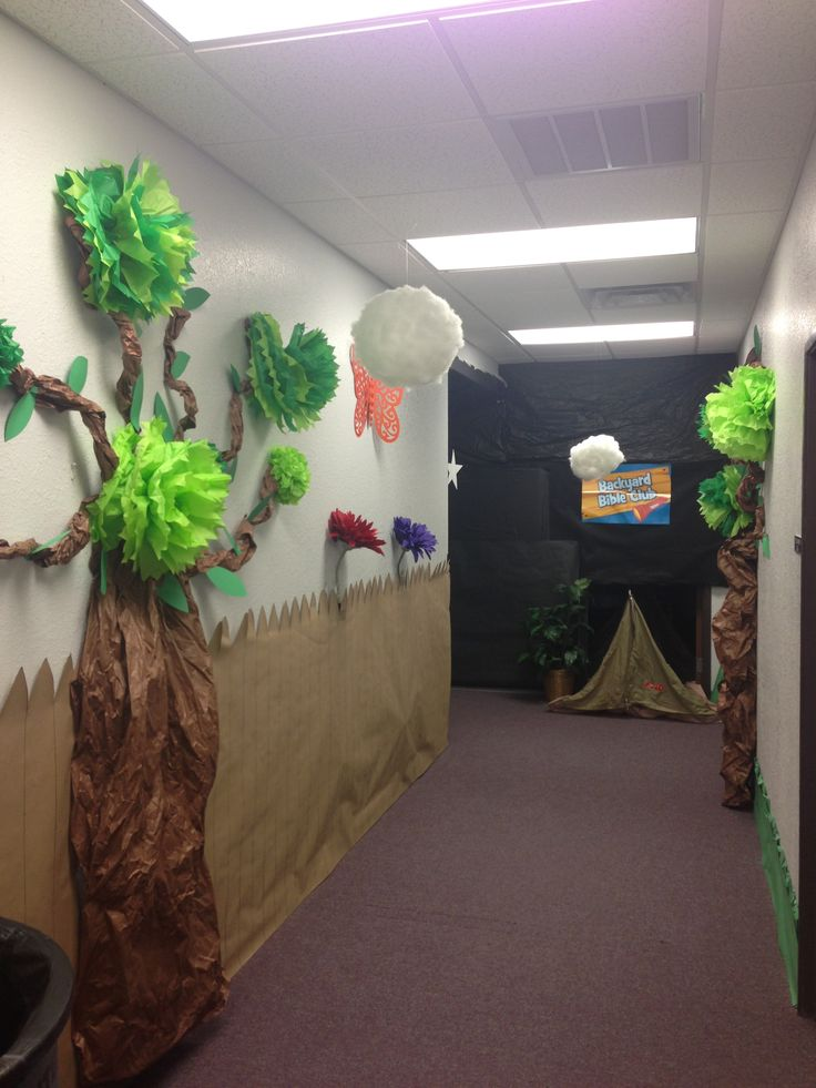 God's Backyard Bible Camp VBS tree with tissue flowers