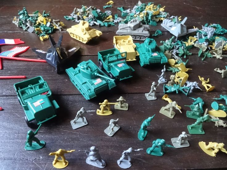 Vintage Chinese small plastic toy soldiers wargames 300+ pieces circa 1970-80's