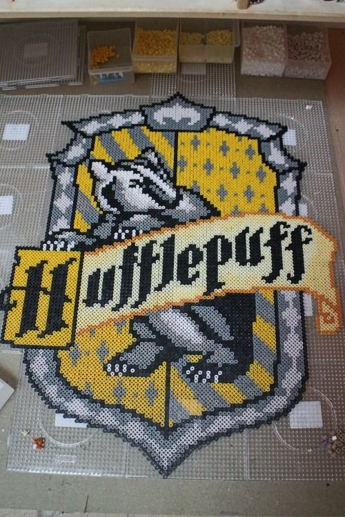 hufflepuff emblem from harry potter made in hama / nabbi beads ( perler)