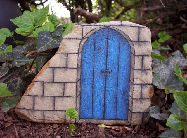 17 best images about gnome homes on pinterest fairy for Painted fairy doors