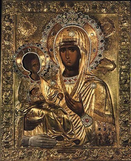 Παναγία Τριχερούσα - Ιερά Μονή Χιλανδαρίου  Η θαυματουργός Εικόνα της Παναγίας Τριχερούσας αποτελούσε οικογενειακό κειμήλιο του Αγίου Ιωάννη του Δαμασκηνού, ο οποίος με ευλάβεια την φύλαγε στο παρεκκλήσιο του σπιτιού του. Ο Αγιος Ιωάννης ο Δαμασκηνός ήταν ο πρώτος σύμβουλος του Ουάλιδ το έτος 705-715, χαλίφη της Συρίας, για όλα τα αναγκαία θέματα, που αφορούσαν το Χριστιανικό πληθυσμό της περιοχής αυτής