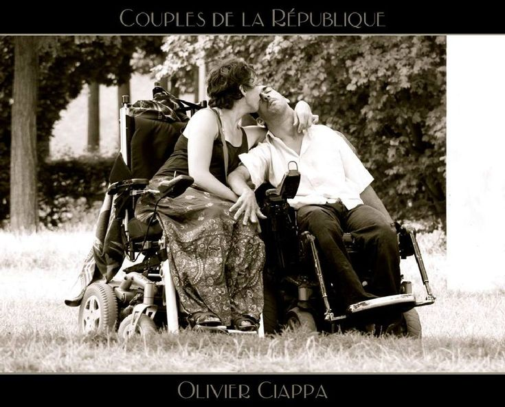 supports the artist photographer Olivier Ciappa by Artiste photographe -ERIC VILLEY