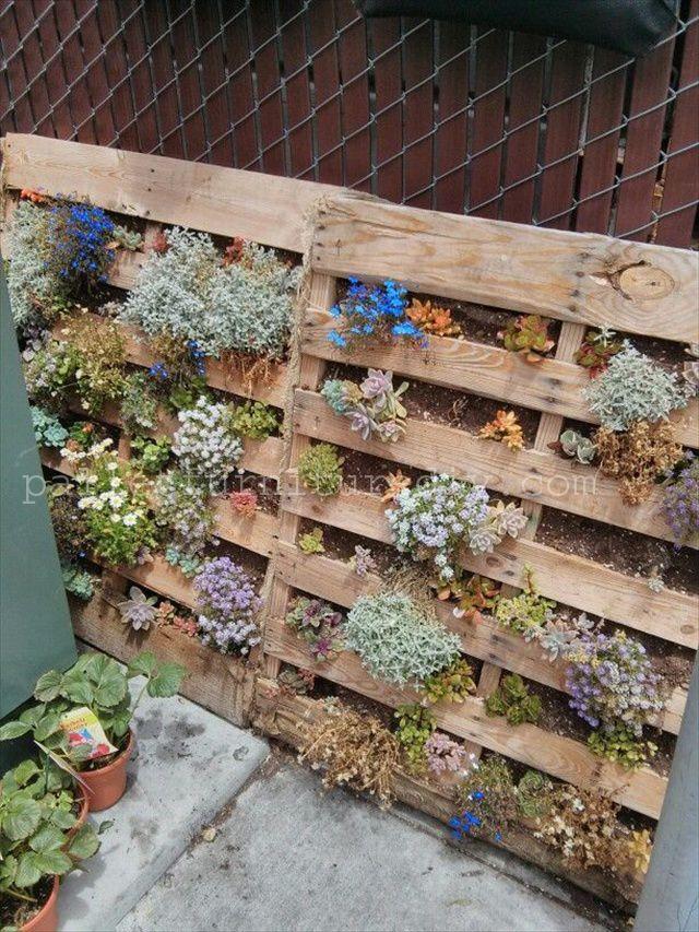 Pallet Vertical Planter, Pallet Garden - Pallet Furniture DIY