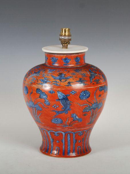 Vaso em porcelana Chinesa, Jiajing, 28,5cm altura, 6,370 reais / 2,085 euros / 2,760 usd https://www.facebook.com/SoulCariocaAntiques?ref=hl