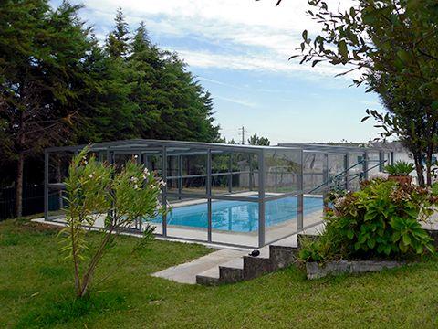 Abri haut de piscine de la gamme Accès d'Octavia SAS. Abri léger et facile à coulisser