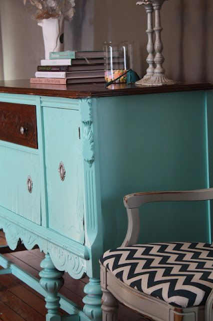 This makes me happy. :): Dining Rooms, Country Houses, Paintings Doors, Aqua Blue, Guest Bloggers, Shore Houses, Houses Green, Benjamin Moore, Furniture Painting