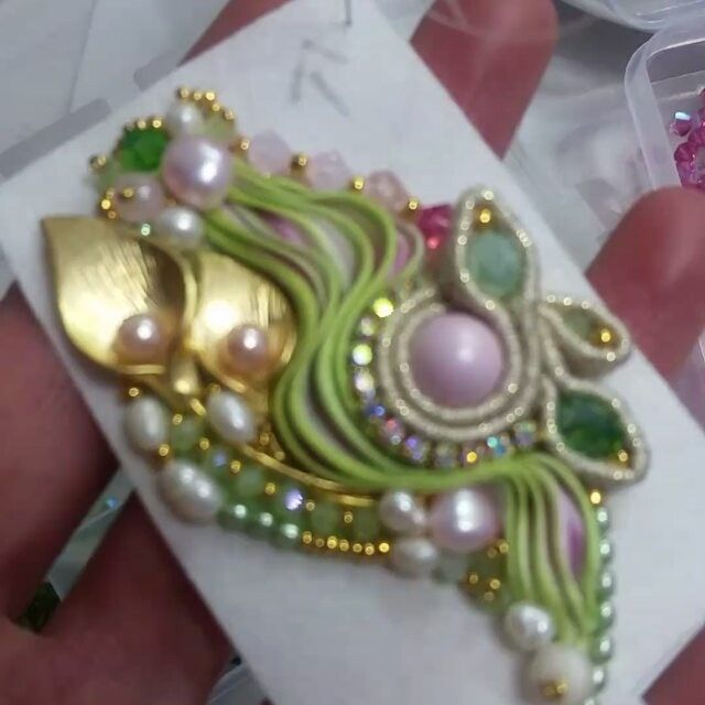 #Swarovski #seta #soie #shibori #shiborijewellery #shiborisilk #ilfilodelfato #gioiellipreziosi #everbloom#green