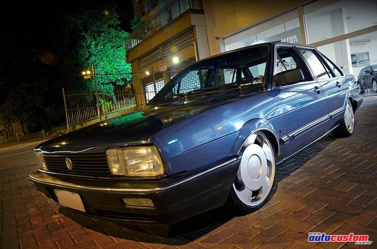 """Volkswagen Santana GLS, ano 1989, versão automática e com teto solar, de Diego """"Bandeira"""", da cidade de Guarulhos (SP) e integrante do Already2Low. Customi"""