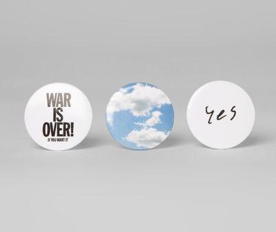 Badge Yoko Ono Clouds