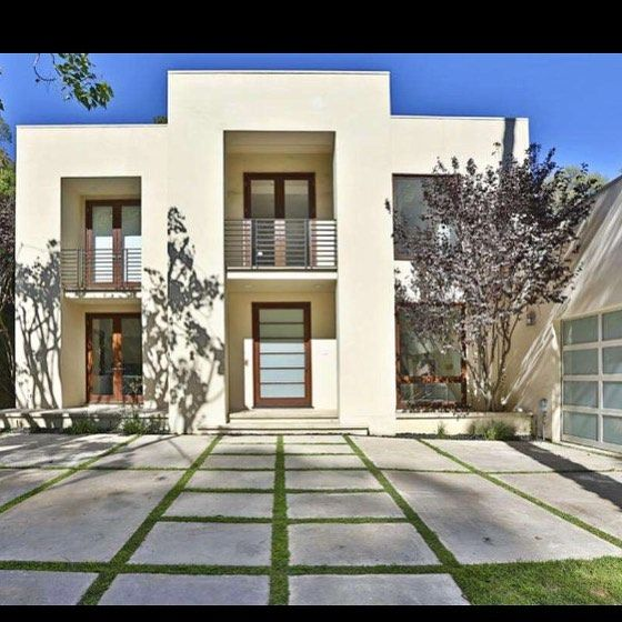 Come visit me at my open house today from 1-4. 1290 San Ysidro Dr. #beverlyhills for lease $17,995 a month. 5 bed/5bath #California #luxuryrealestate #sundayfunday #jademills #jademillsestates #localrealtors - posted by Marlyse Scherr https://www.instagram.com/homesbymarlyse - See more Real Estate photos from Local Realtors at https://LocalRealtors.com