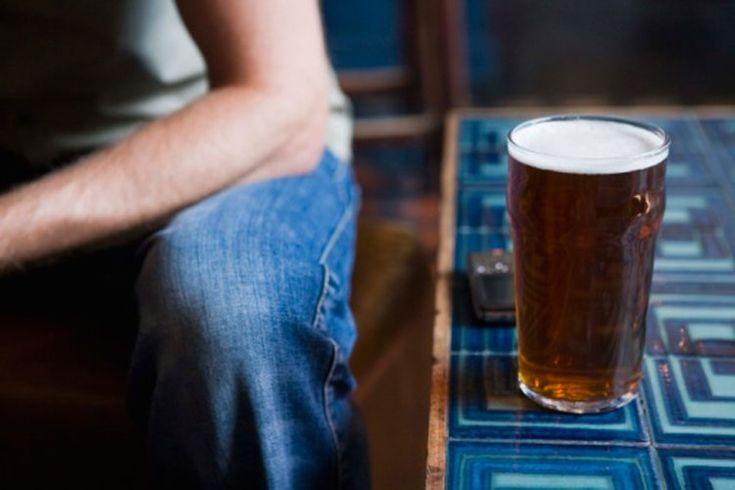 ¿Cuántas calorías tiene una pinta de cerveza?. Puedes comprar una pinta de tu cerveza favorita en casi cualquier restaurante, pub o bar. Con 16 onzas de cerveza, una pinta tiene un tercio más que una botella típica de 12 onzas y, por su puesto, también aproximadamente un tercio más de calorías.