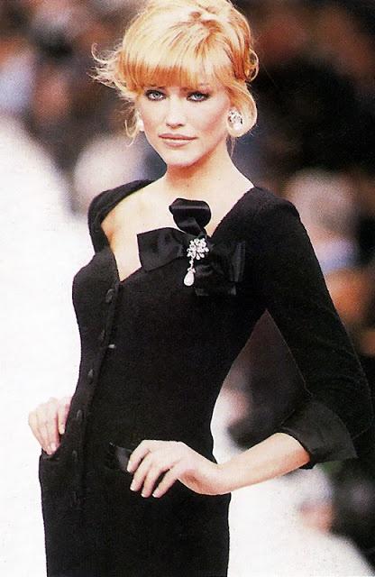 TRICIA HELFER  Oscar De La Renta Show - A/W 1995  Top Models of the World.com