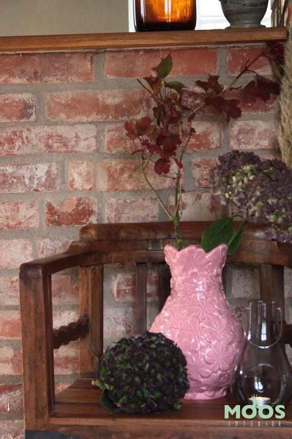 Stilleben från www.moosinterior.se, här ser du vas från Rice och stol från House Doctor!