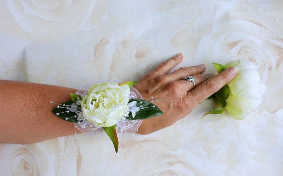 I love the blowsy beauty of silk peonies, don't you? So if you are looking for a bridal corsage or a bridesmaid corsage, this white silk peony corsage is perfect!  Click through to my shop