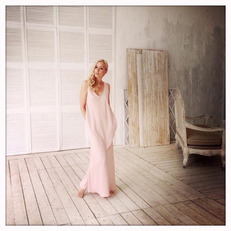 Ждем Вас за красивыми платьями!!! На фото: платье Хлоя нежная пудра 7500, размеры 40-50