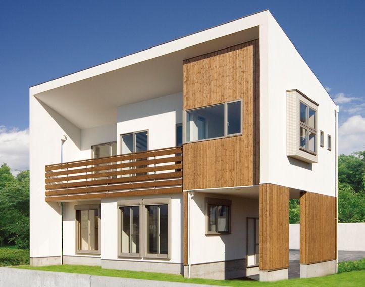 ピロティ式のガレージがある片流れ大屋根の家。|モダン|白い家|