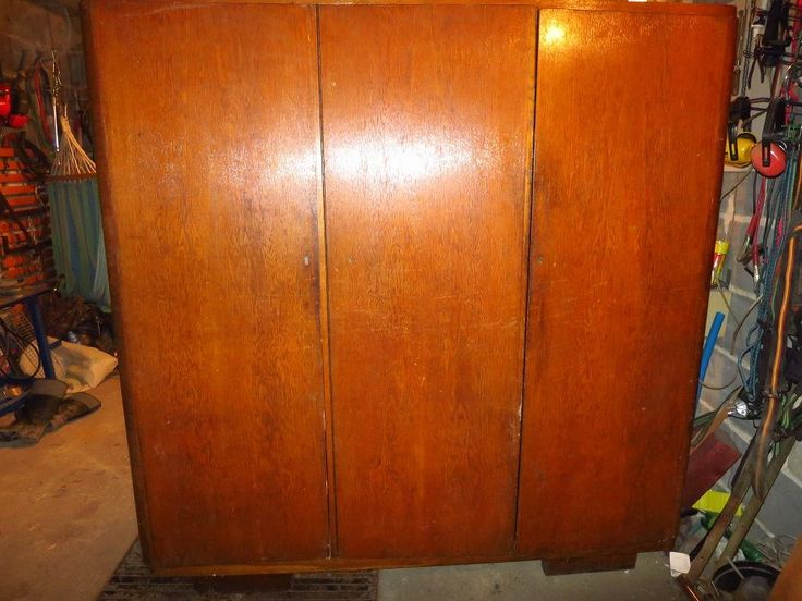 199 zł: Sprzedam szafę w stanie ogólnym dobrym. Kilka rys, lewe drzwi delikatnie peknięte od góry. stan odzwierciedlają fotografie.Pytania na maila lub telefonicznie.