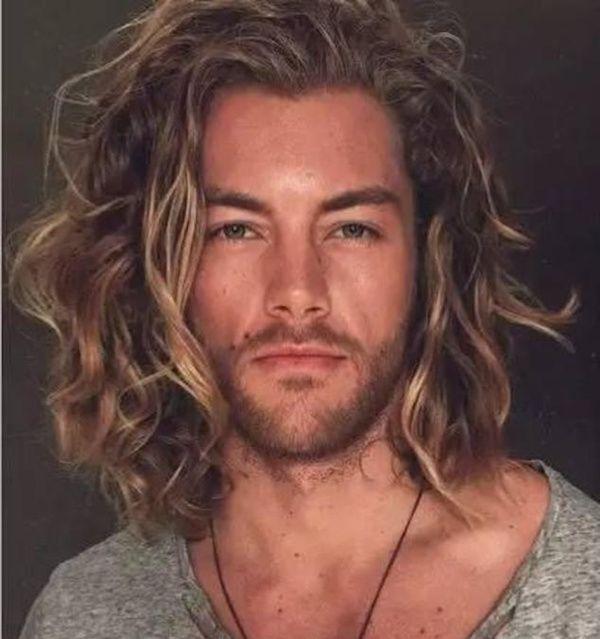 Lange lockige haare manner