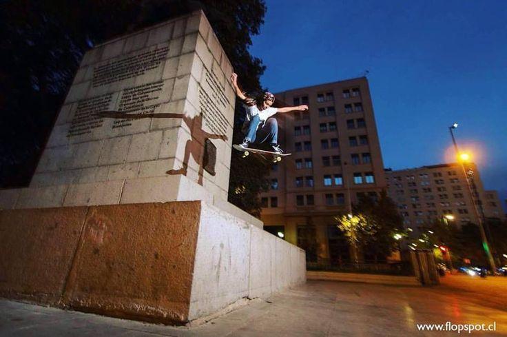 "Nada como un buen Ollie👌🏼 Ollie gap Moneda - @tami_paloma al disparo Claudio ""Pastilla"" //FLOP®✔ ⠀⠀⠀⠀⠀⠀⠀⠀⠀⠀⠀⠀⠀⠀⠀⠀⠀⠀⠀⠀⠀⠀⠀⠀ ⠀⠀⠀⠀ ⠀⠀⠀#Skate #Skateboard #Skatelife #Roll #Patina #Rolling #Longboard #Longboarding #Parkour #Sport #Extremesport #streetartchile"