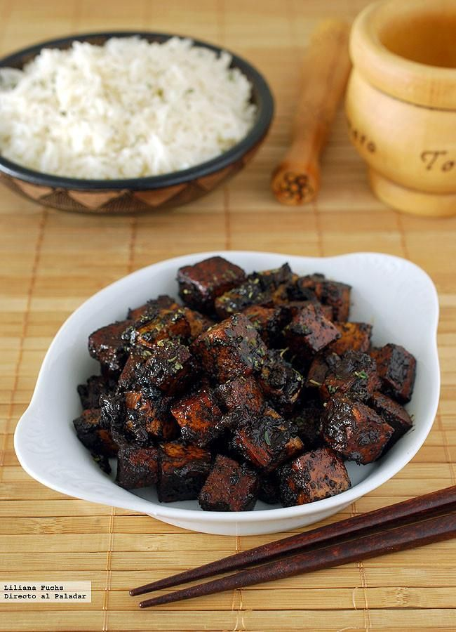 Receta vegetariana e tofu en salsa de ajo negro. Con fotos del paso a paso, consejos y sugerencias de degustación. Recetas vegetarianas. Recetas de salteados