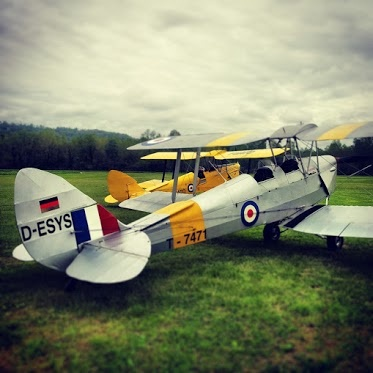 Tiger Moth Instagram Style at Jonathan Collection www.luckyplane.it  #aviation  #aviationphotography  #tigermoth  #luckyplane