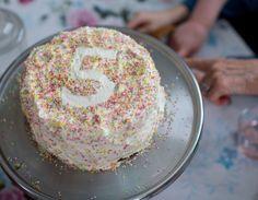 Min godaste födelsedagstårta - Claras recept, Dessert, Fika & Bakat - UnderbaraClara
