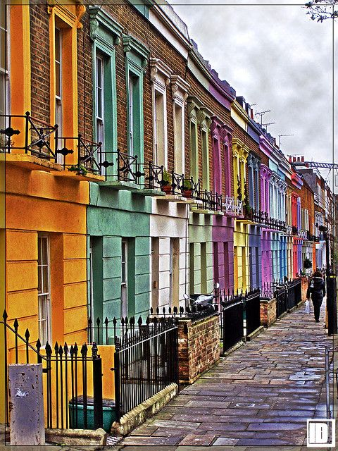 Camden Town, UK. I'd love to live in a pretty row of houses like these <3 Je veux vivre ici moi !!! Et dans la rose ;-)