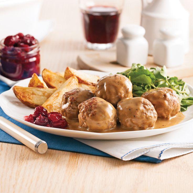 Ces délicieuses boulettes s'accompagnent de sauce crémeuse montée à partir du jus de cuisson. Un vrai régal!