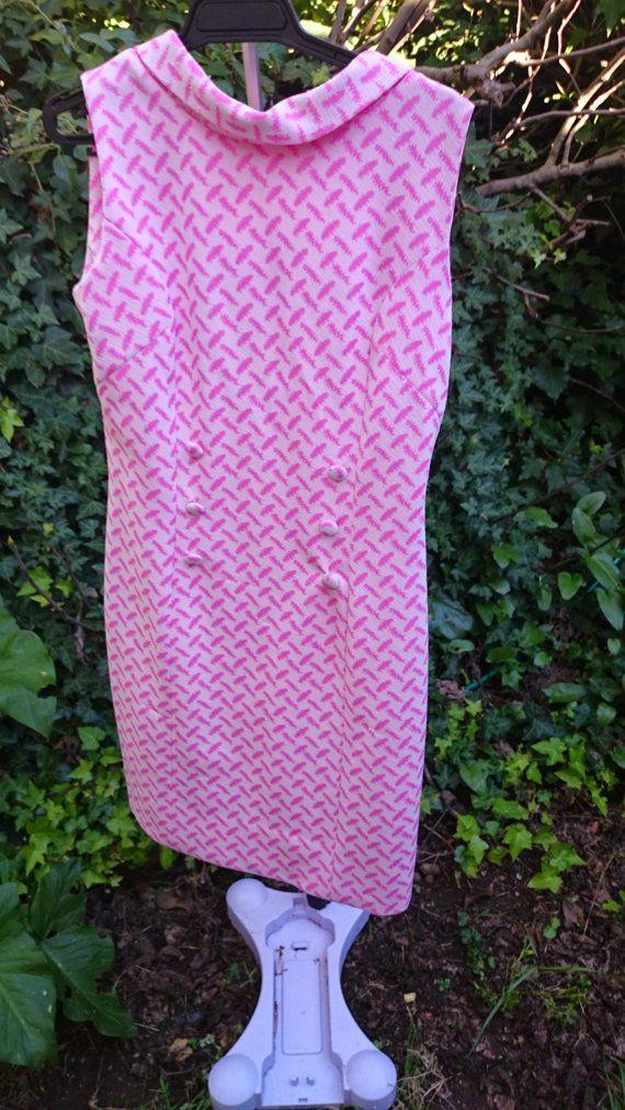 Amazing vintage 60's dress! https://www.etsy.com/listing/198908476/pink-houndstooth-vintage-dress