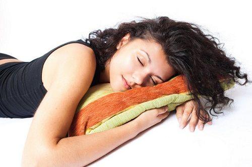 Si vous avez régulièrement des problèmes pour réussir à dormir, il est certain que vous avez déjà tout essayé : infusions, smoothies, médicaments, oreilles anatomiques, etc.