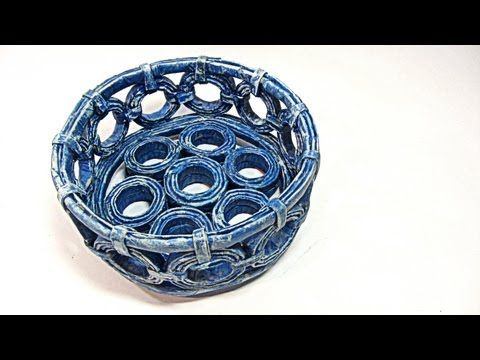 Reciclaje. Cesta hecha con periodicos. Basket made with newspapers.