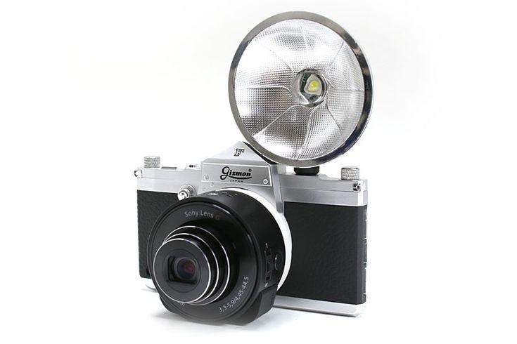 「iCA F」にいろいろ装着してみた。もはやカメラにしか見えない。「QX MOUNT ADAPTER」にはシューがあり、「iCA FLASH」などを装着できる。つまり、「DSC-QX10」と「iCA FLASH」を合体させて使えたりもする
