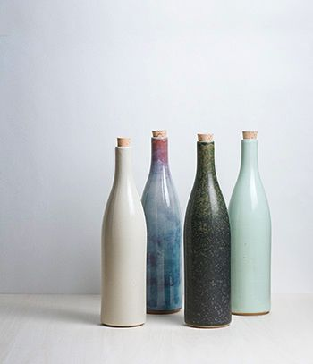 $94.35 An elegant series of bottles produced in Arita which has a long history as one of Japan's foremost ceramic centers. They are part of a range of porcelain and ceramic tableware that Sゝゝ has produced for use in several fashionable restaurants they operate in Tokyo.     Use for serving wine or water or simply as a decorative object.