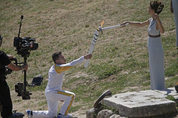 Rio 2016 Olympic Flame is lit in Greece - O momento do acendimento da Tocha Olímpica Rio 2016.