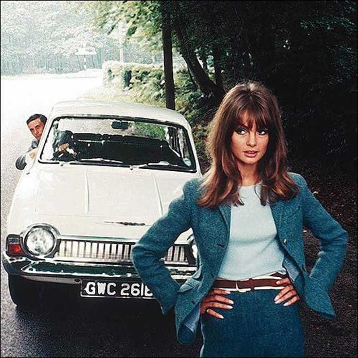 Jean Shrimpton, one of the first supermodels, was permitted to block traffic at any time. (1966)
