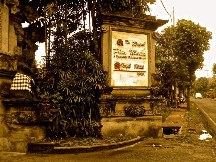 Entrance Statue at The Royal Pita Maha Resort, Bali. #ALIKA