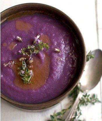 さつまいもの一種である紫芋のスープは、鮮やかな紫色がポイント!加熱することにより甘みが増し、大人も子供も大好きな味に仕上がります。でんぷんが豊富で、エネルギー源となるので寒い冬にもってこい!