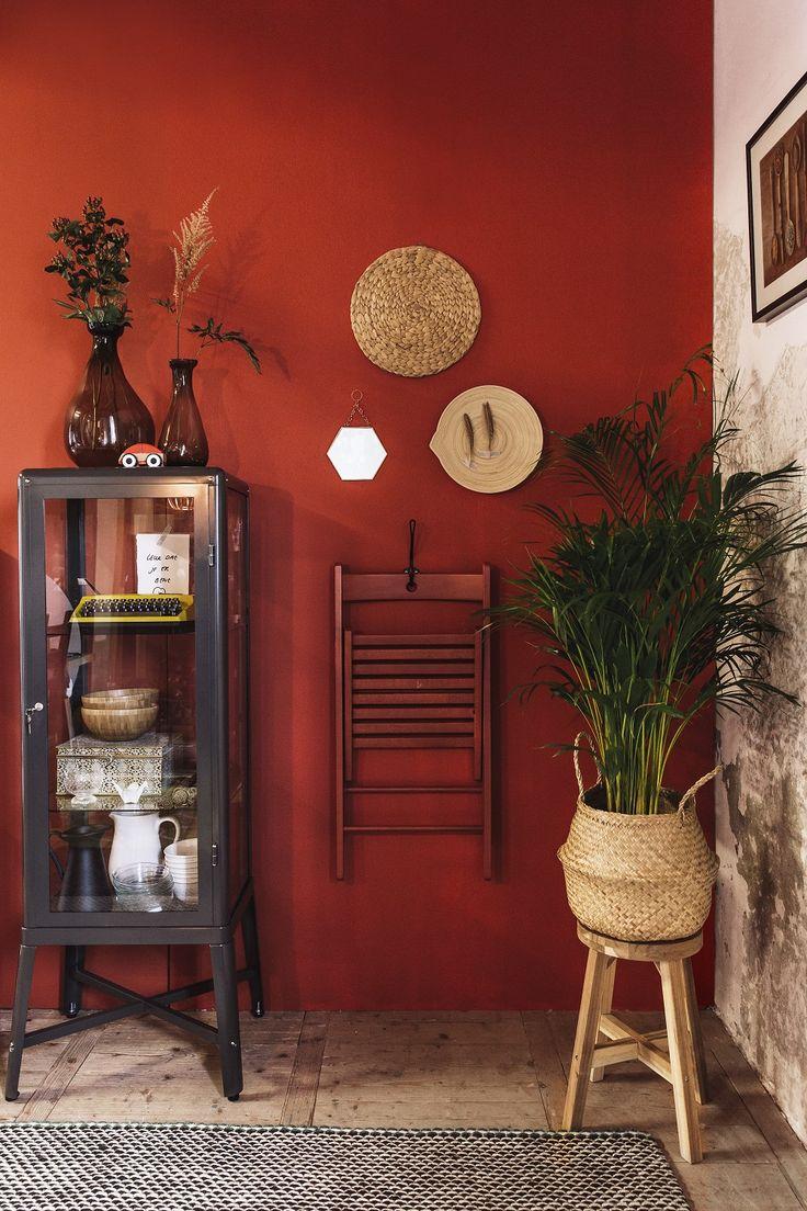 Om het warme herfst gevoel in huis te krijgen combineer natuurlijke materialen als rotan en hout met warm textiel en huiden. Werk met accessoires in de warme kleuren van een Indian summer, zoals roestbruin, okergeel en terracotta. | STUDIObyIKEA IKEA IKEAnl IKEAnederland Inspiratie Kwaliteit Budget Rood Koper