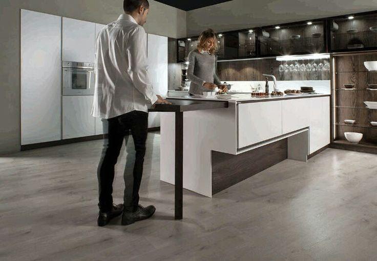 Mesa extraible bajo la encimera muy c moda para cocinas for Mesa con cajones para cocina