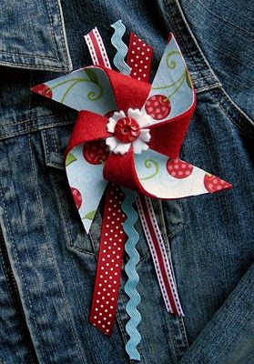 Pinwheel Brooch.......these would look really cute pinned to a bag or tote.
