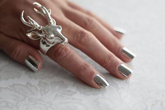 Deer ring + chrome nails