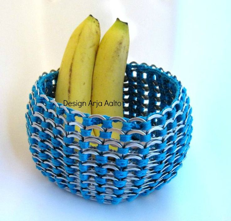 Soda can tab bowl. More creations on page: http://www.facebook.com/ArjasUni